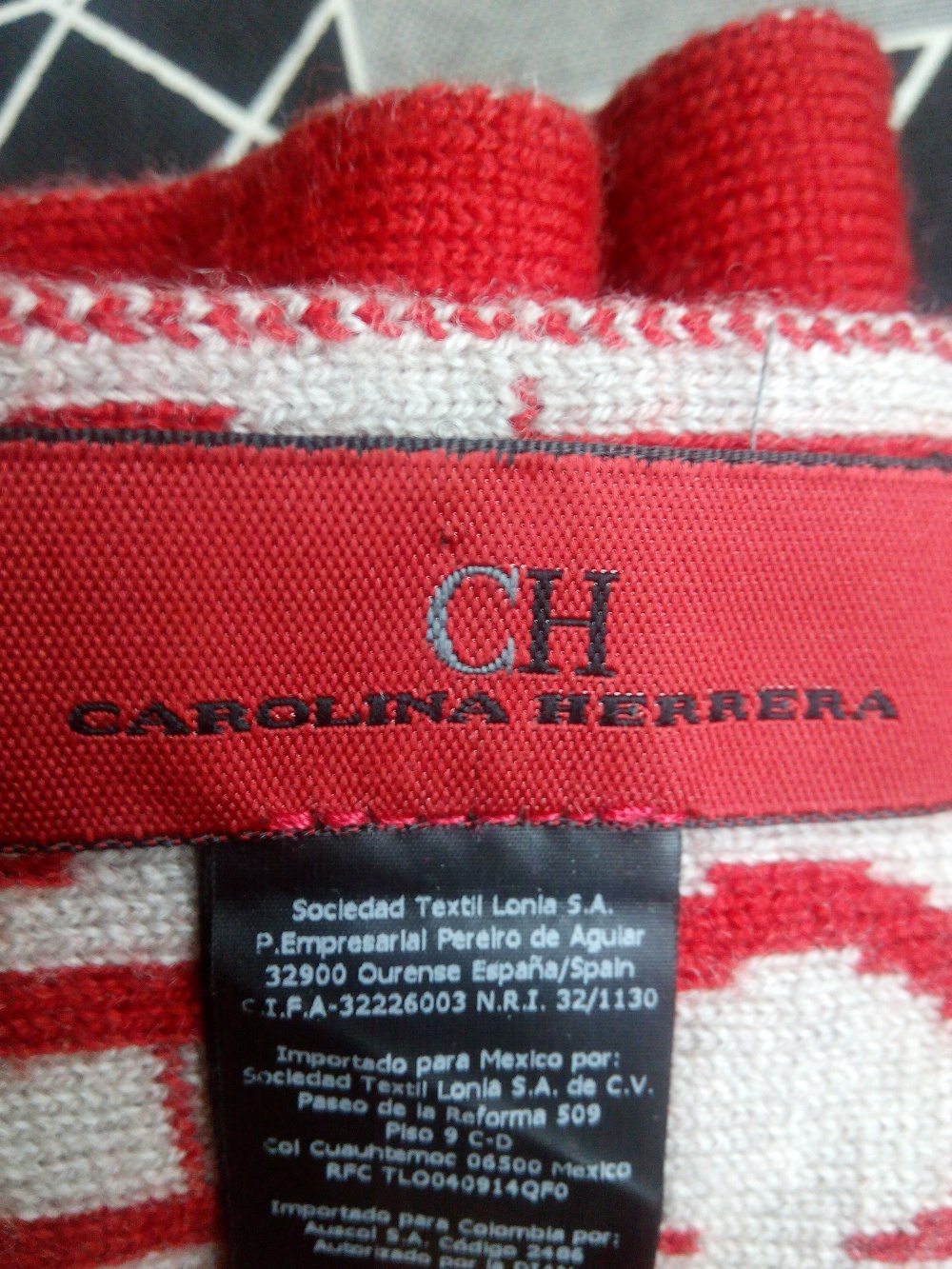 Новый шарф carolina herrera коллекционный .Италия.шерсть 100%