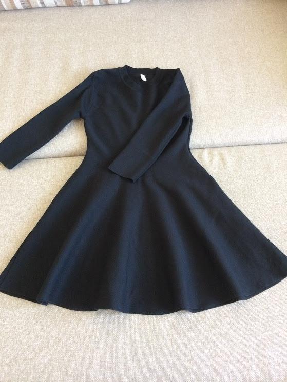 Черное расклешенное платье размер М