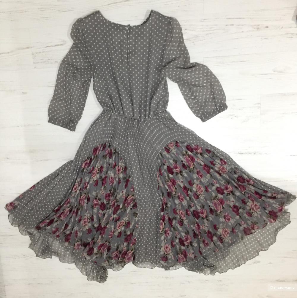 Платье серое в горошек с плиссировкой и рукавом 3/4 Topshop