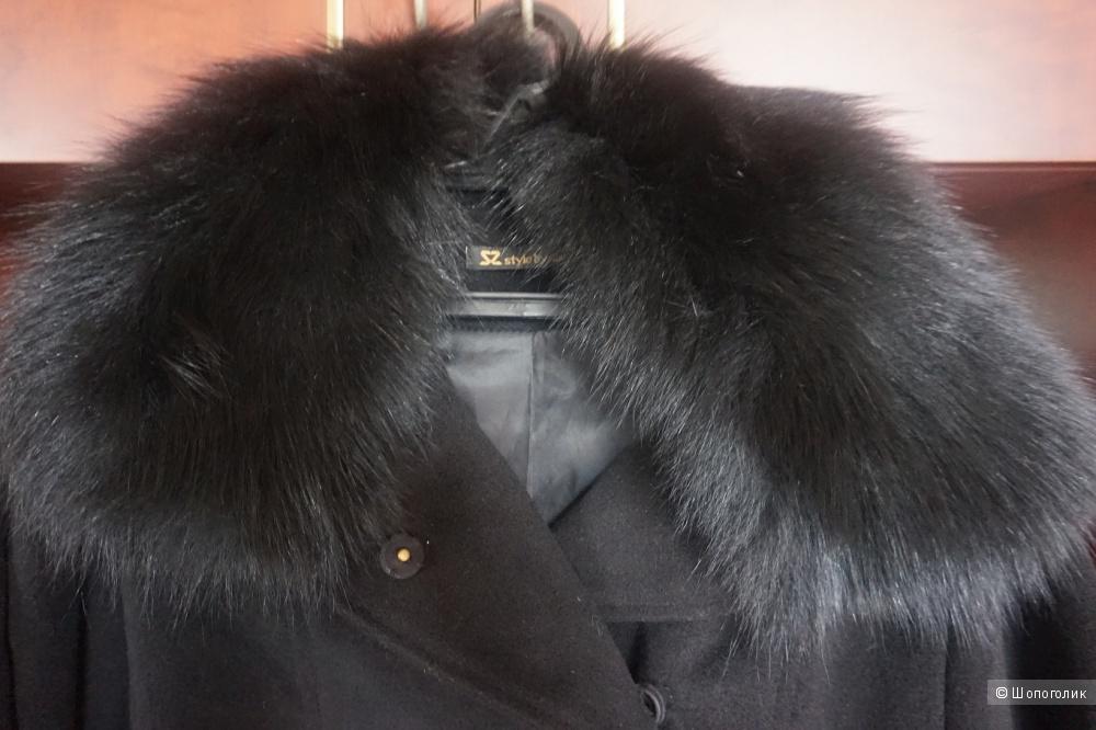 Пальто с меховым воротником