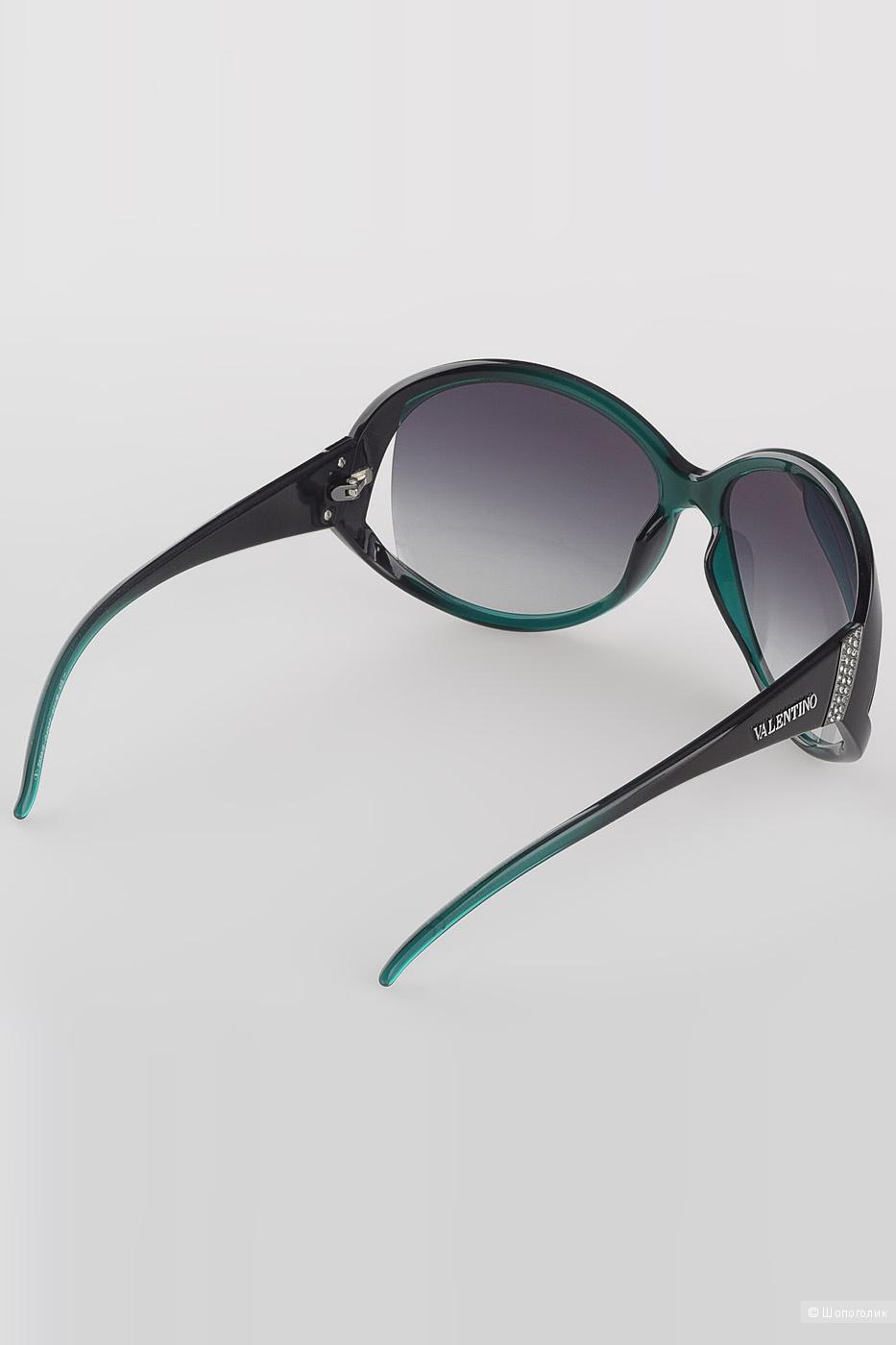Новые солнцезащитные очки Valentino