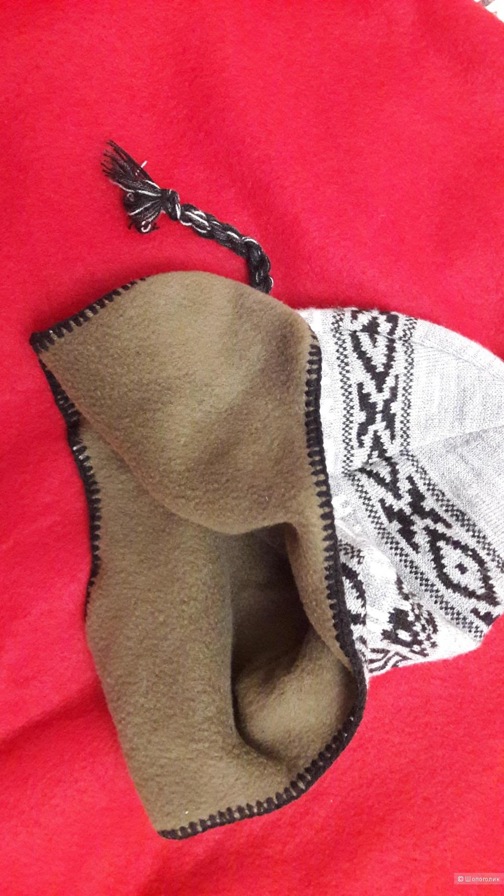 Шерстяная вязаная шапка в стиле фольк