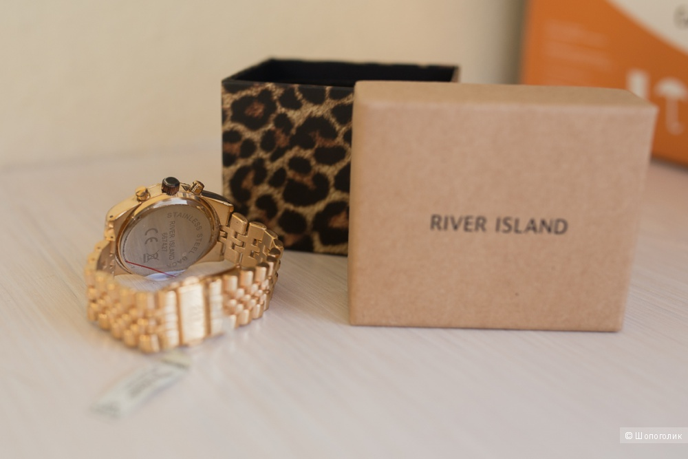 Золотистые часы River Island с сайта Lamoda