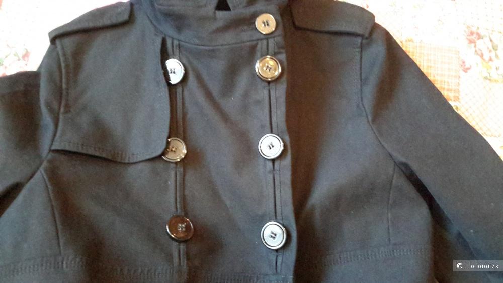 Куртка-укороченный плащ фирма Zara размер L в хорошем состоянии.