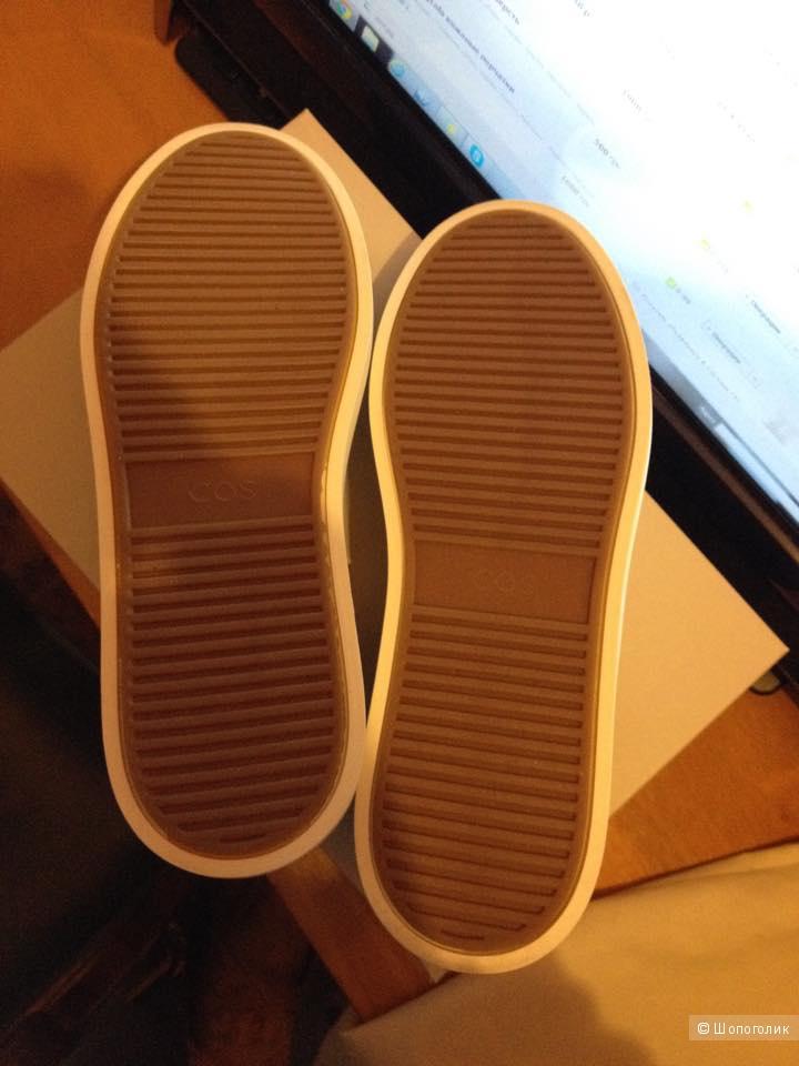 Новые кожаные слипоны COS