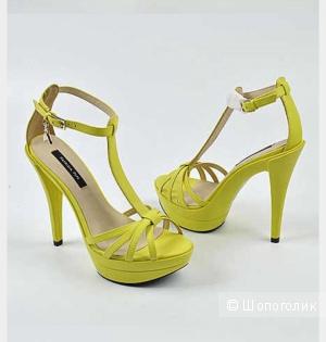 Босоножки на высоком каблуке Patrizia Pepe, размер 38