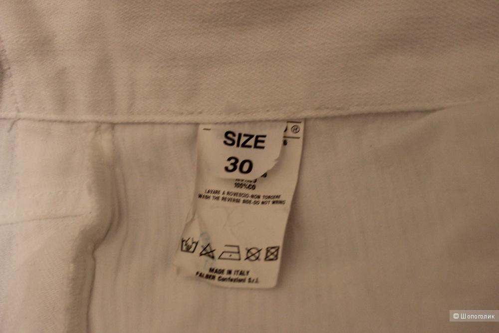 Джинсовые брючки JOHN RICHMOND, новые,с этикетками на 46 размер, белые, с лампасами