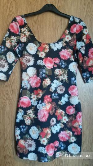 Мини платье с цветочным принтом, размер С