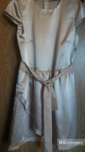 Бежевое платье с запахом, размер С