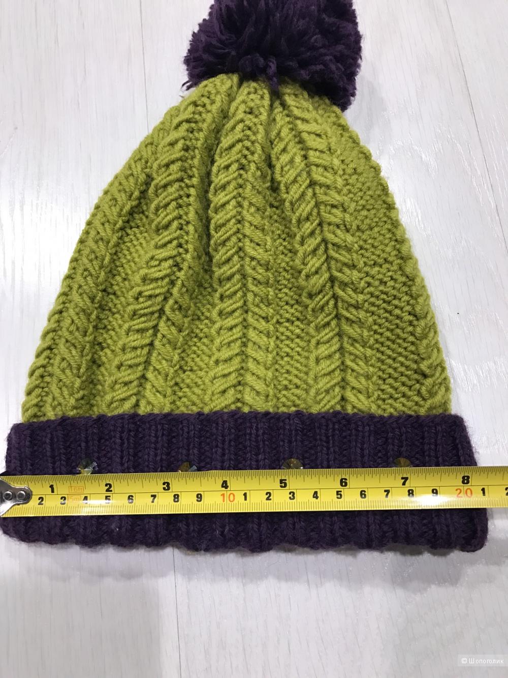 Зимняя шапка с фактурными косами