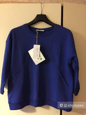 Толстовка с карманами LO not EQUAL сочного синего цвета.