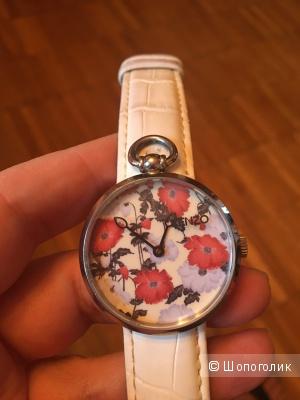 Часы с цветочным орнаментом Kenzo на белом кожаном ремешке