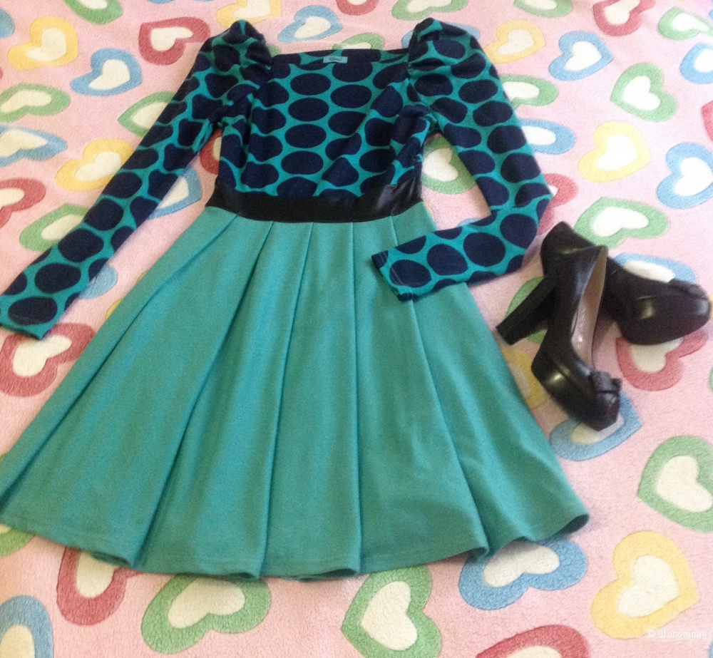 Платье изумрудного цвета, размер 44.
