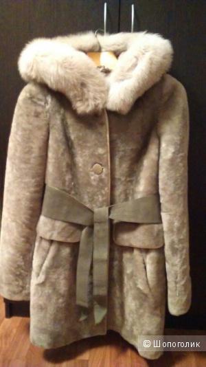 Шуба из мутона (Австралия), воротник песец. Размер 42