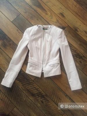 Нежно розовая женская кожаная куртка