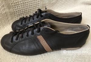 Коричневые ботинки спортивного фасона Prada