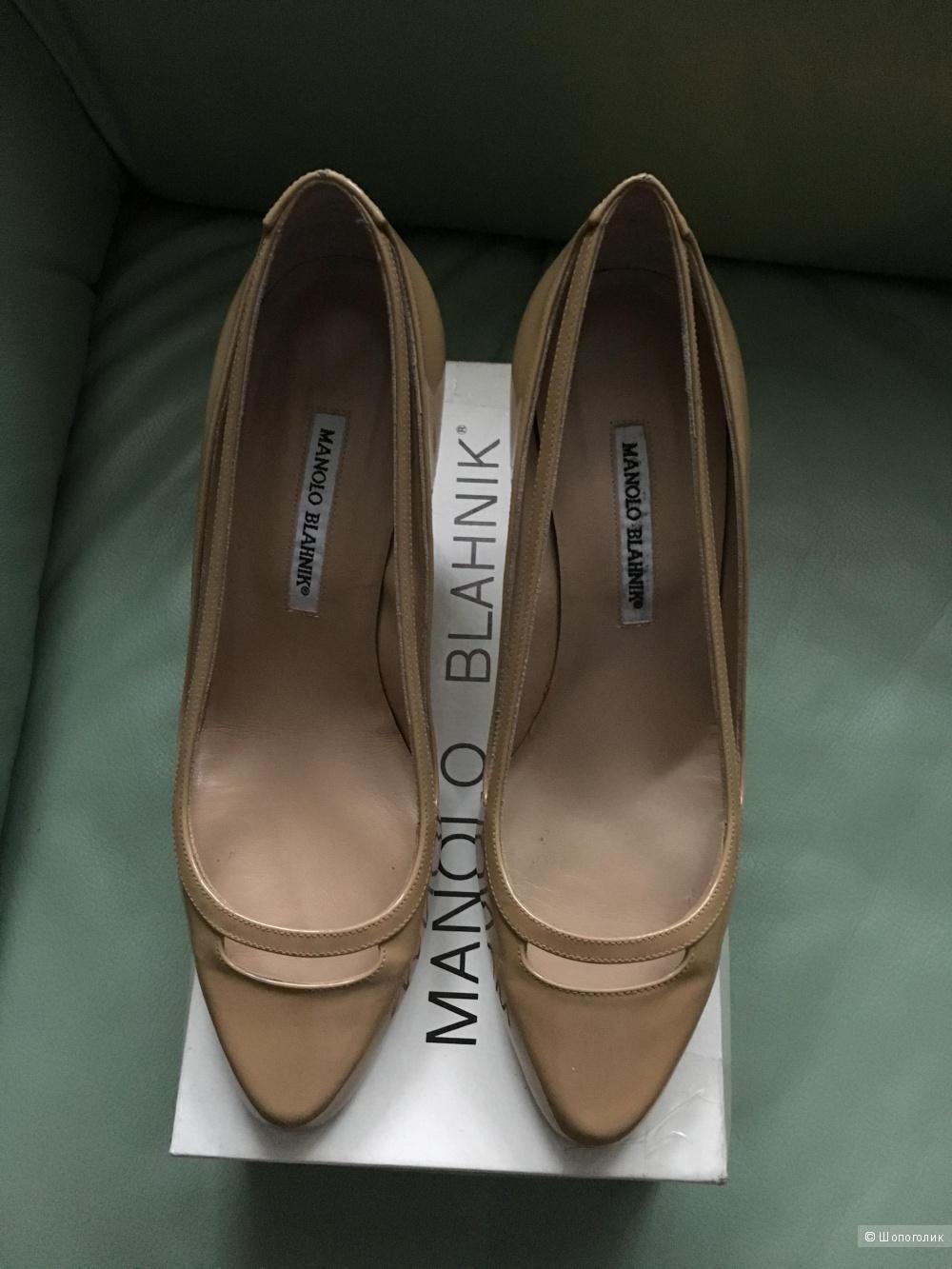 Пристраиваю новые туфли Manolo Blahnik 40 размера