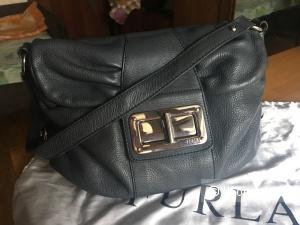 Серая сумка Furla из зернистой кожи