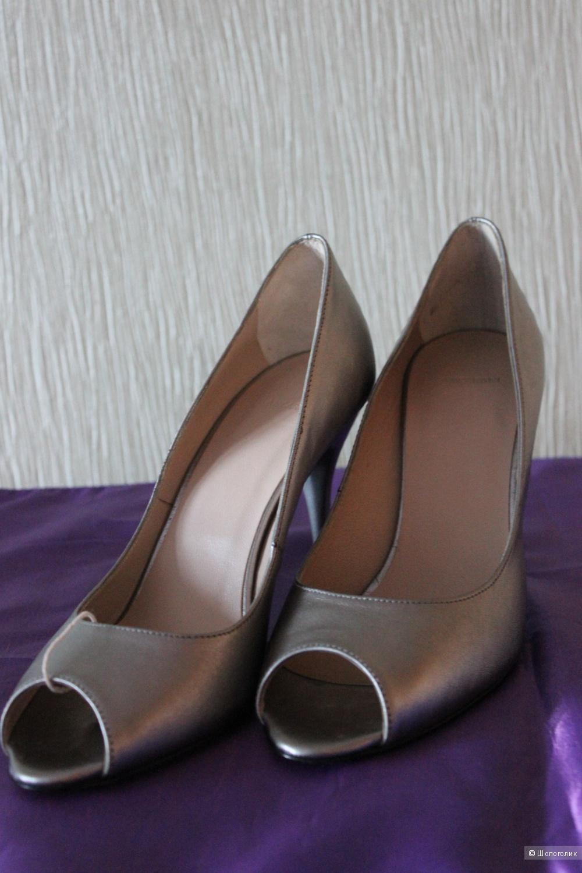 Новые туфли ANCARANI, Италия, натуральная кожа, серебристого цвета на 38 - 39 размер.
