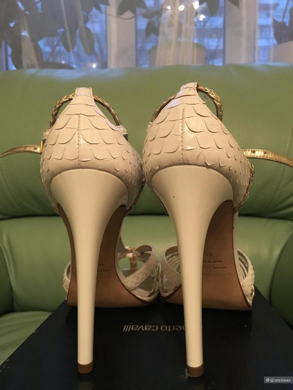 Пристраиваю новые босоножки Roberto Cavalli 39,5 размера