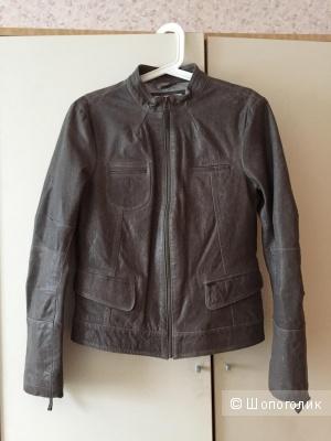 Кожаная куртка французской марки CHEVIGNON размер L маломерит очень сильно!