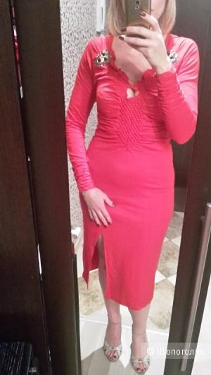 Алое платье 44-46 размера