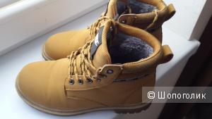 Рыжие ботиночки 36 размер зима Nike