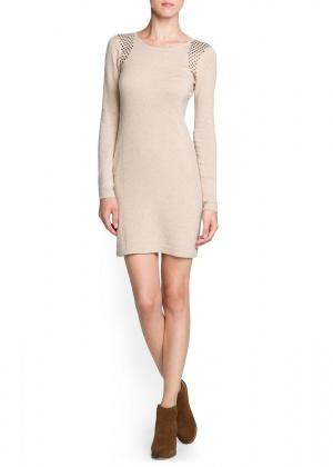 Mango: новое теплое платье в цвете беж с заклепками