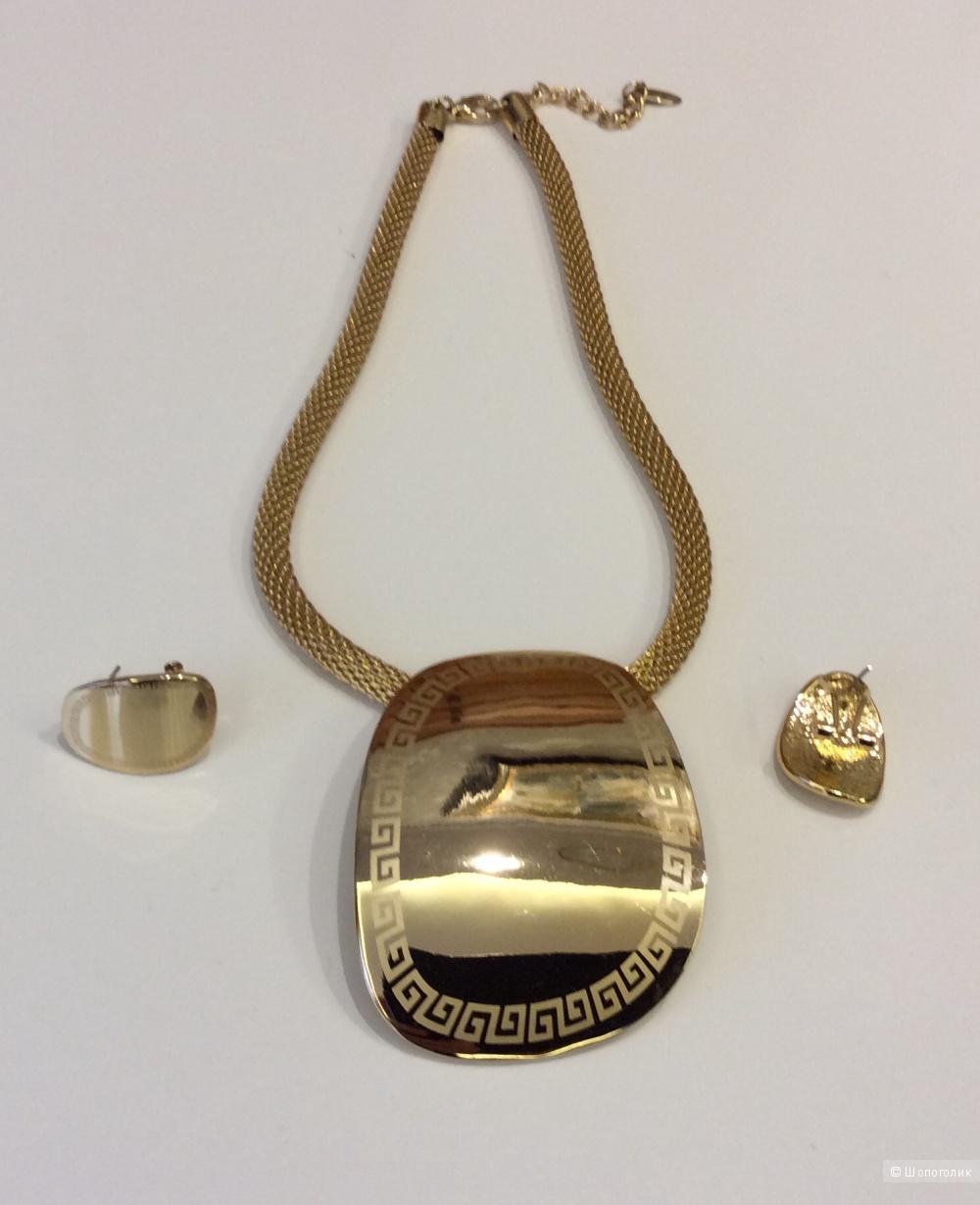 Комплект украшений: подвес на цепочке и серьги из желтого металла