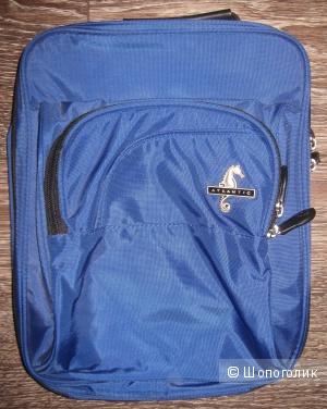 Удобная и практичная сумка для туалетных принадлежностей.