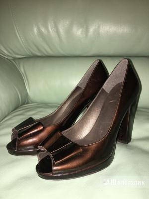 Пристраиваю новые туфли Stuart Weitzman 39,5 размера