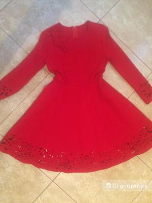 Платье красное в размере 44