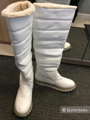 Высокие сапоги-дутики белого цвета р.39