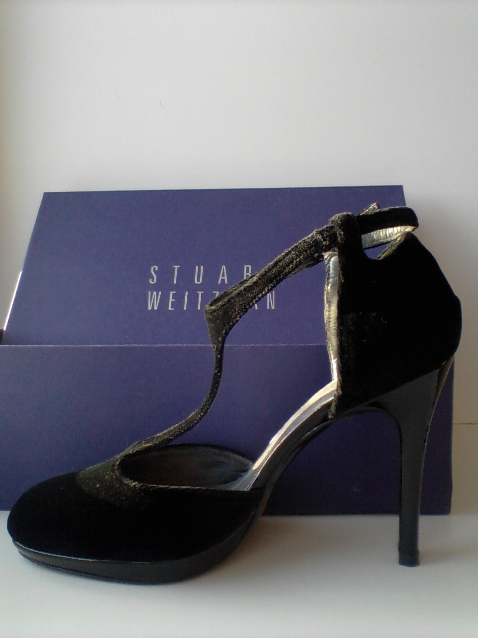 Эффектные туфли Stuart Weitzman, 37,5