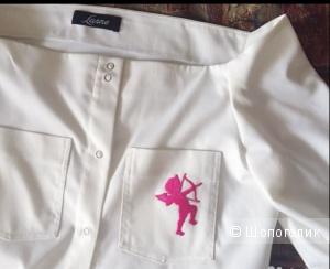 Белая блузка со спущенными плечами