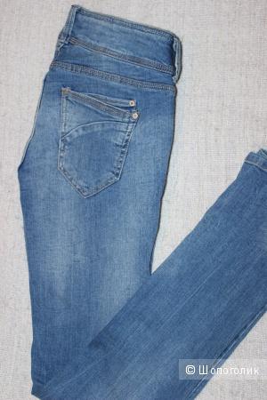 Джинсы Bershka, push up, размер 46-48, цвет синий.