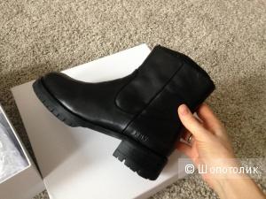 Новые ботинки DKNY