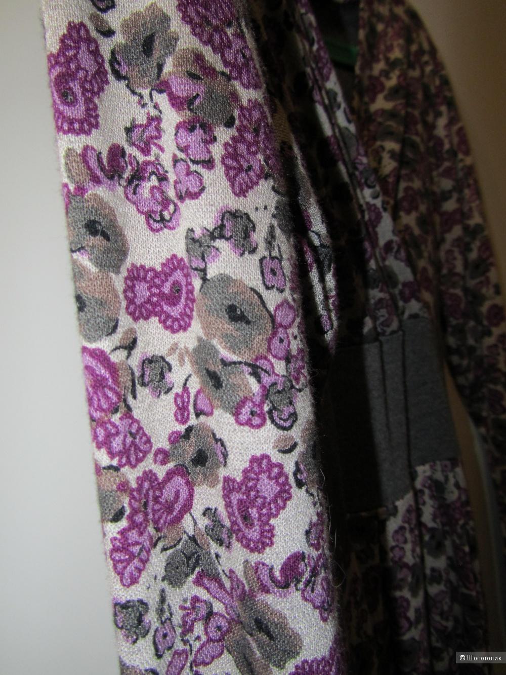 Платье трикотажное -цветочный принт. Размер 44-46.