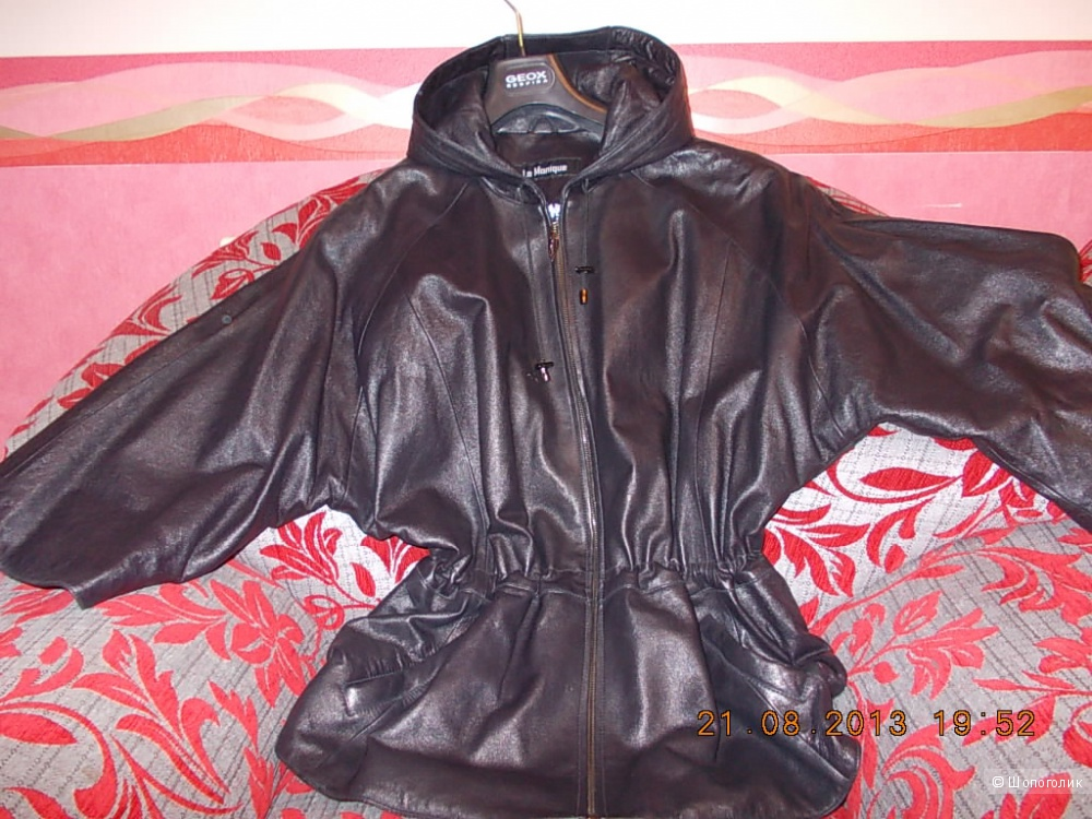Продаю куртку кожаную с капюшоном, очень интересный фасон