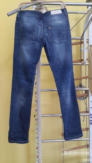 Джинсы зауженные датского бренда Only на 28 размер, красиво садятся по фигуре
