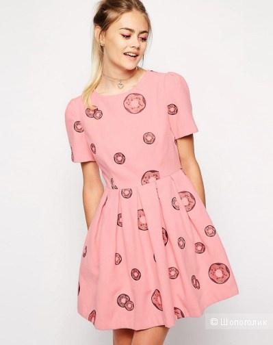Теплое милое платье в пончиках