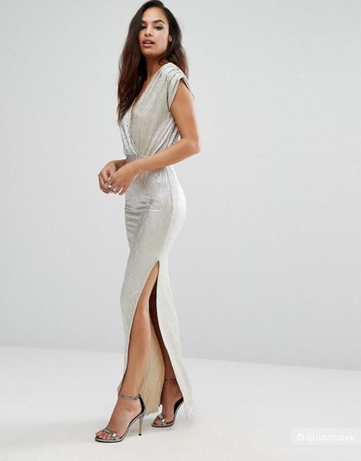 Платье макси с глубоким вырезом и эффектом металлик Rare London
