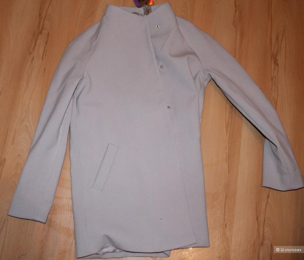 Пальто, светло-серого цвета,размер 42-44.