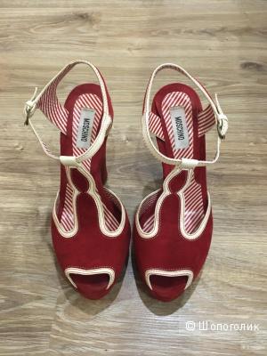 Босоножки красные замшевые Moschino, 38 размер