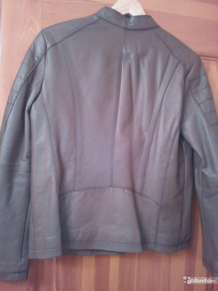 Кожаная куртка цвета кофе с молоком