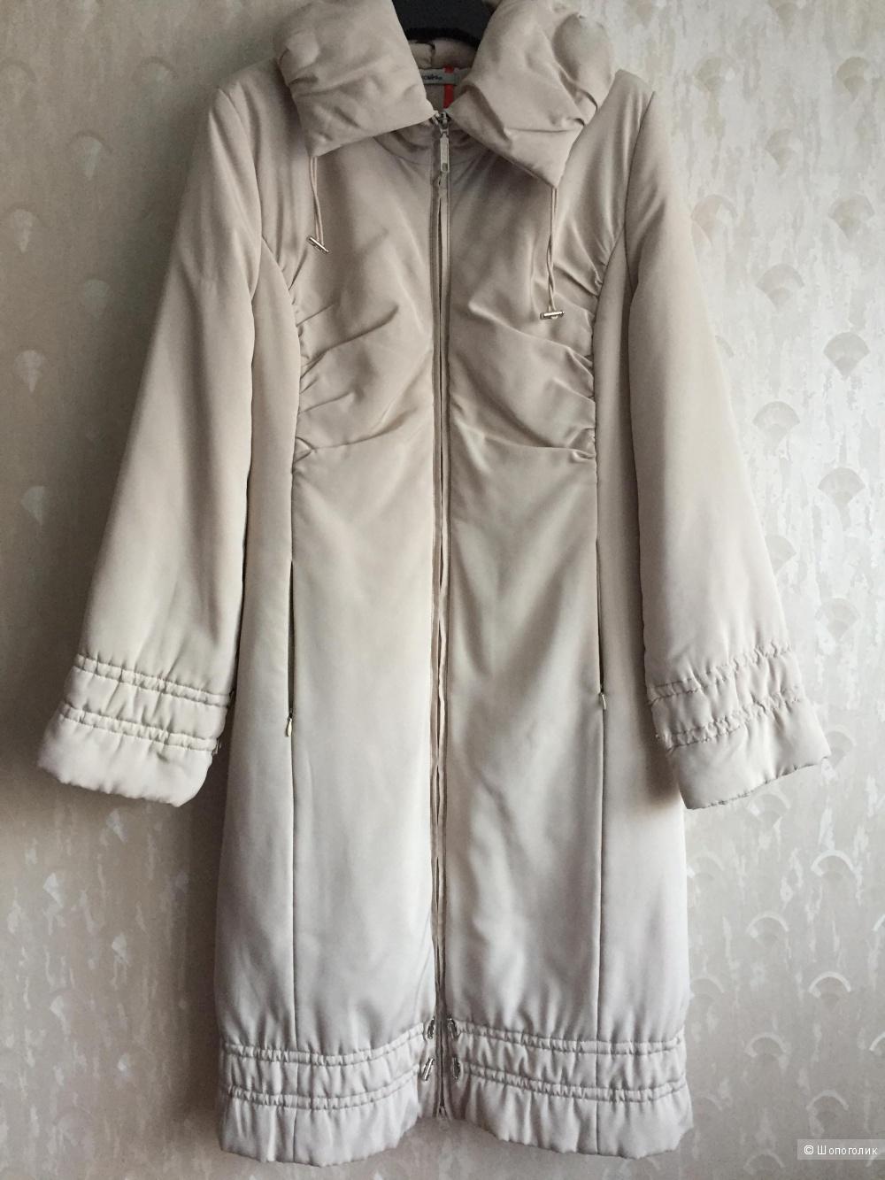 Светло-бежевое зимнее пальто, размер 44