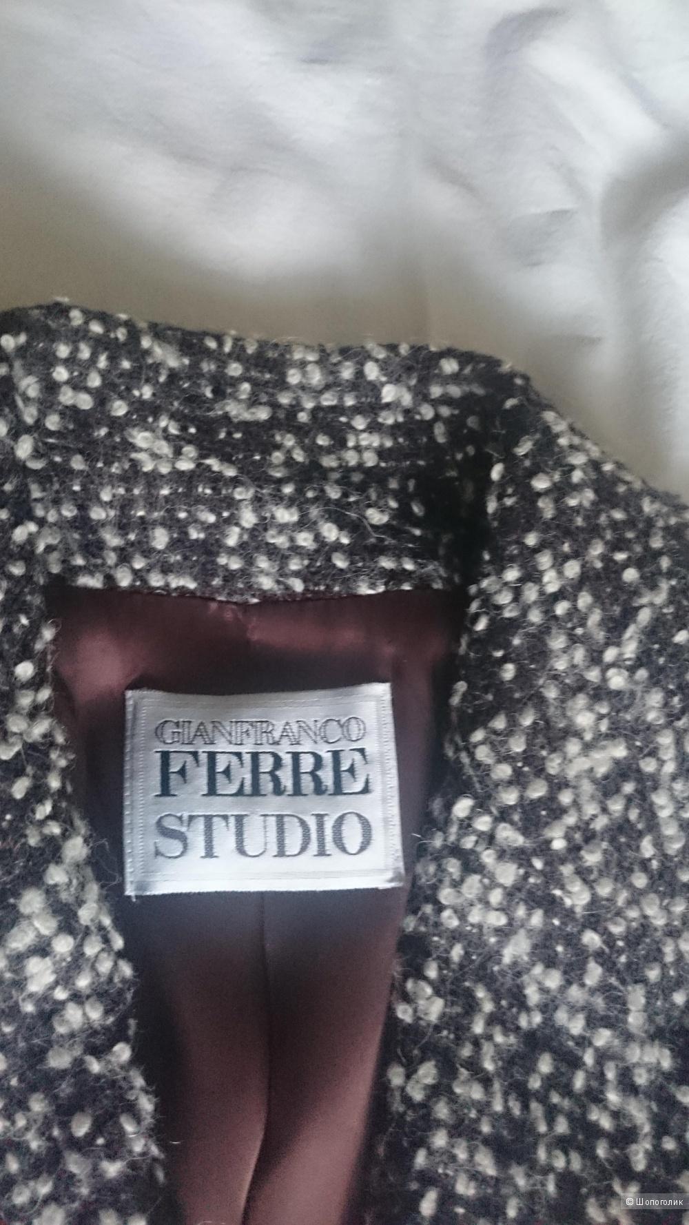 Пальто GIANFRANCO FERRE 46 размер