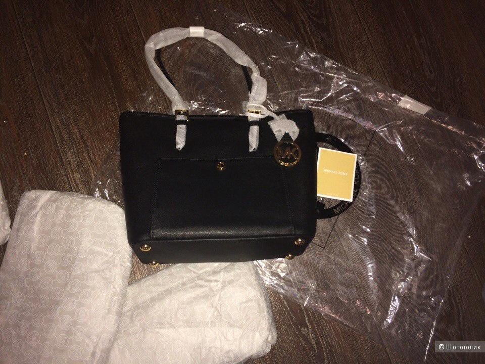 Черная сумочка  классической модели   Michael Michael Kors Jet Set item Medium Snap Pocket Tote