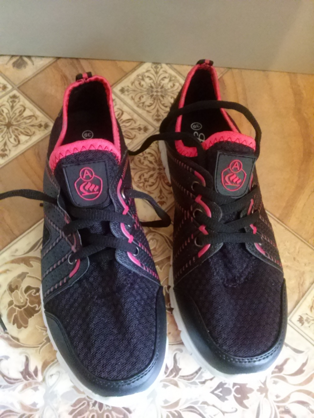 Легкие кроссовки на лето