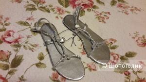 Красивые серебристые босоножки Divided by H&M размер 38 новые к/з